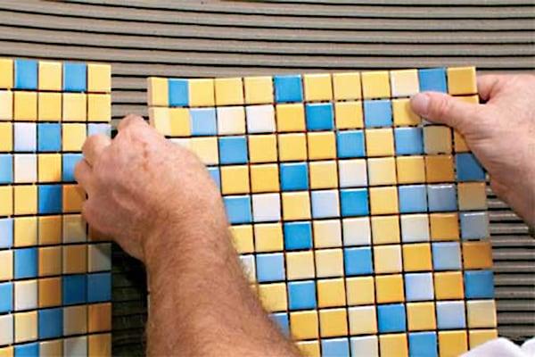 Укладка мозаичной плитки в ванной своими руками 90