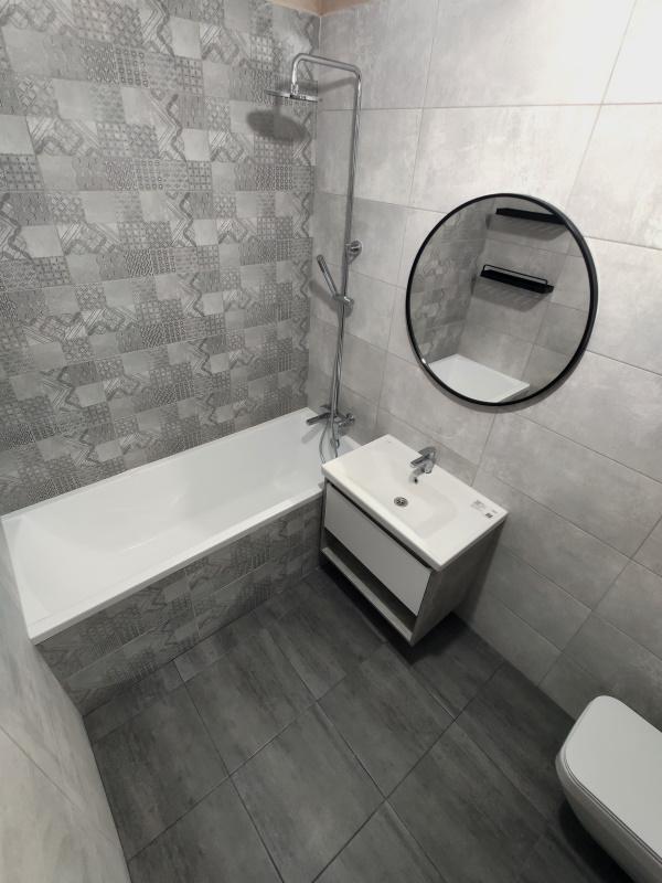 Как сделали современный ремонт ванной