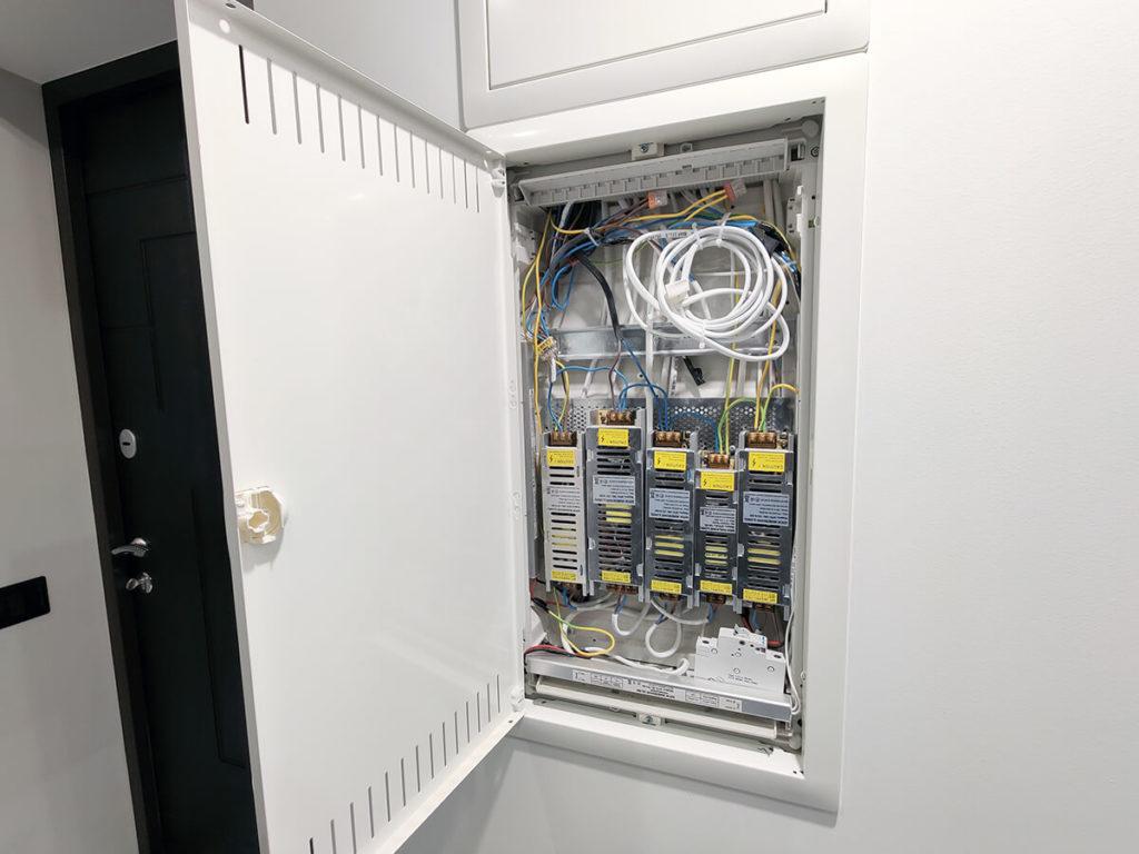 Установка электрических щитков, автоматических выключателей и УЗО
